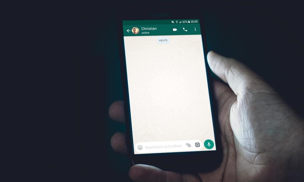 whatsapp come creare storia