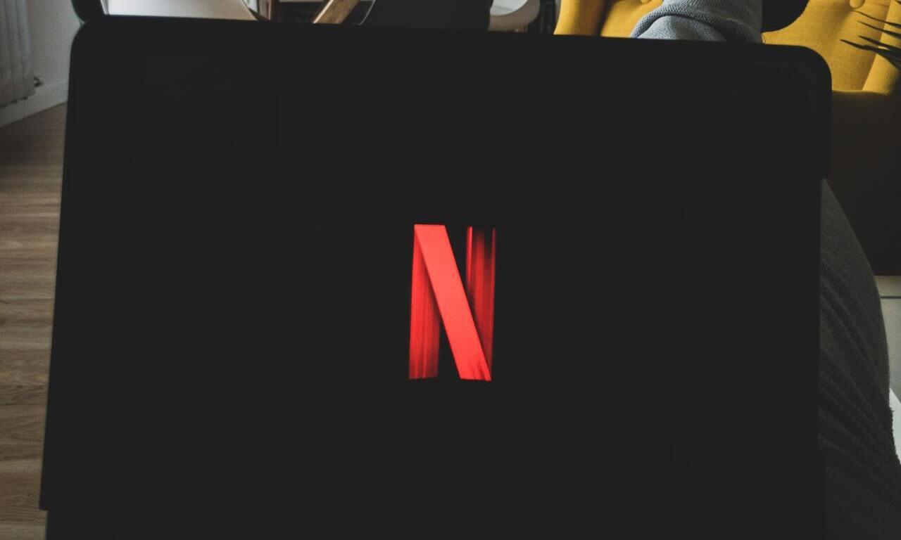"""Netflix: come togliere titoli da """"Continua a guardare"""""""